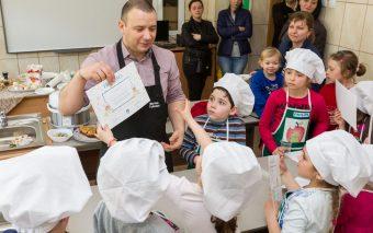 Marius Tudosiei si Philips au gatit pentru copii in Saptamana Altfel