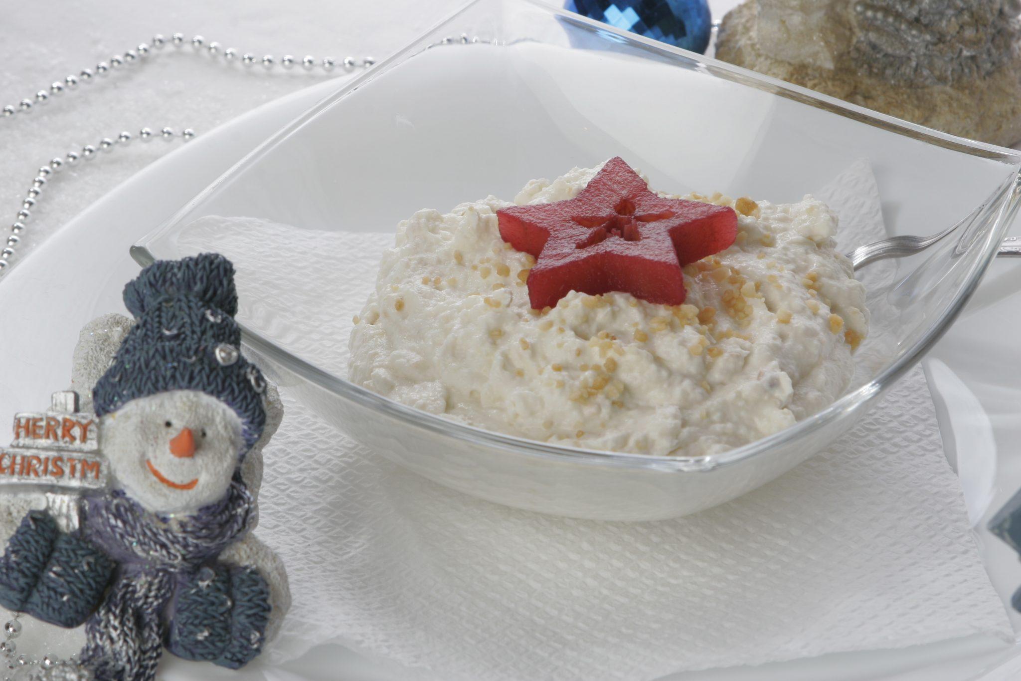 Crema de mere cu nuga. O reteta festiva foarte usor de facut