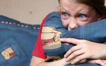 Abuzuri sexuale pe internet. Cum le recunosti si cum iti protejezi copilul