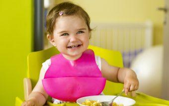 Ce mananca un bebelus mare de 1-2 ani?