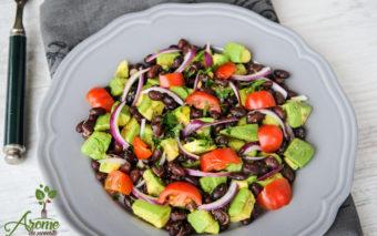 Salata de avocado si fasole neagra