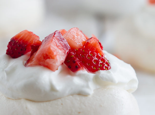 mini-strawberry-pavlovas-3