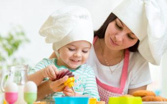 6 motive pentru care sa gatesti impreuna cu copilul tau