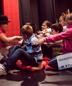 Patru scoli din provincie invitate la Teatrul Ion Creanga in luna FEBRUARIE, in cadrul proiectului CARAVANA TIC