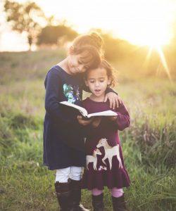 11 sfaturi pentru a creste o relatie mai puternica intre frati