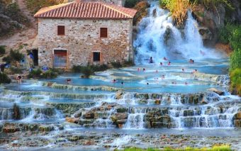 6 spa-uri naturale: relaxeaza-te in mijlocul apei