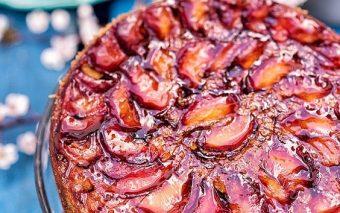 Pandișpan cu prune răsturnat a la Jamie Oliver