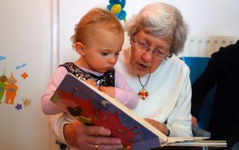 5 motive pentru care bunica maternă este mai importantă decât bunica paternă
