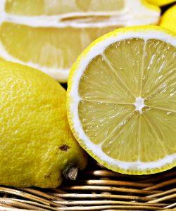 9 moduri simple pentru a-ți detoxifia organismul cu ajutorul lămâilor