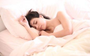 3 obiceiuri pe care oamenii sanatosi le urmeaza inainte de culcare