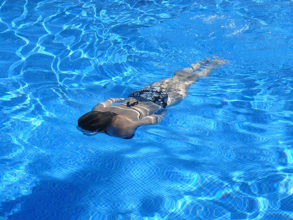 Ingrijirea parului cand mergi la piscina