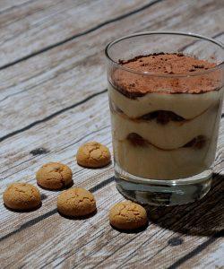 Tiramisu cu biscuiți amaretto și ciocolată