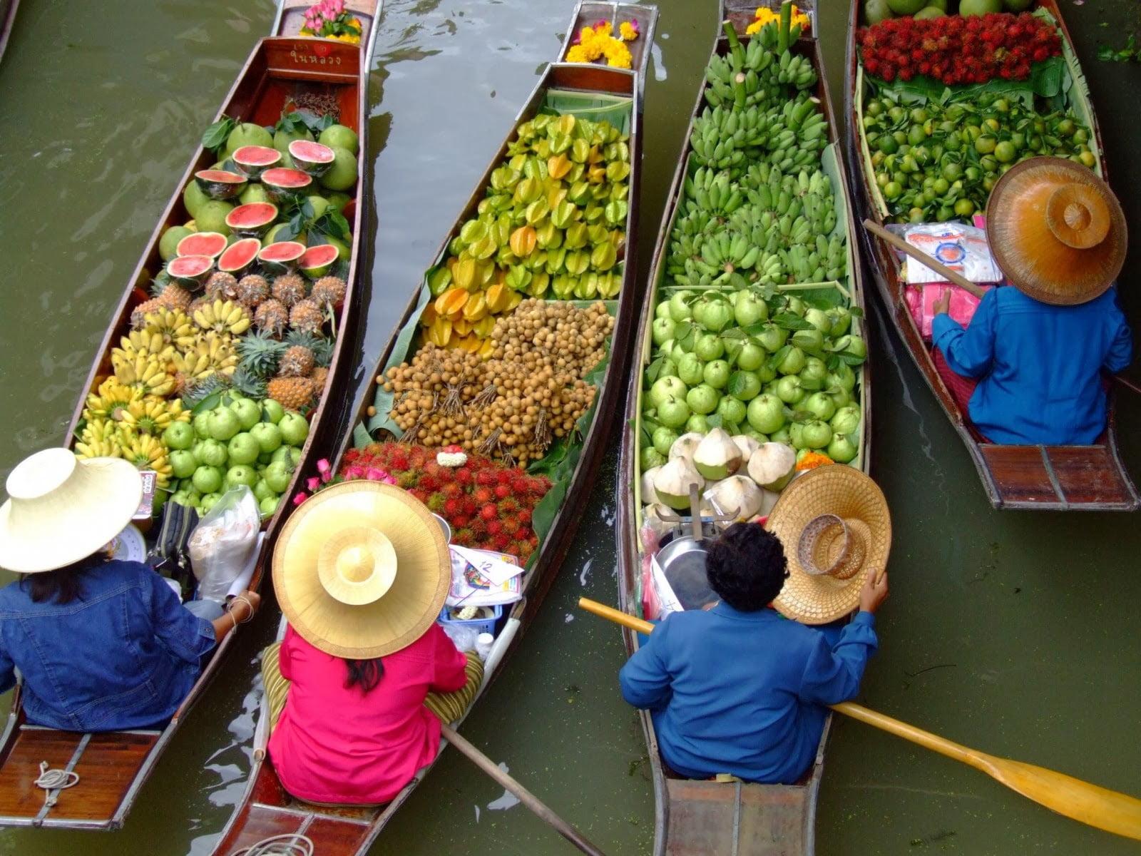 Cele mai boeme orase dezvoltate pe canale. Cu gondola pe ape de smarald.
