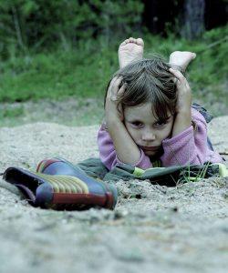 Anxietatea sociala la copii. Ce poti face sa o previi?