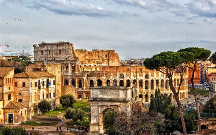 Forumul si Colosseum-ul din Roma