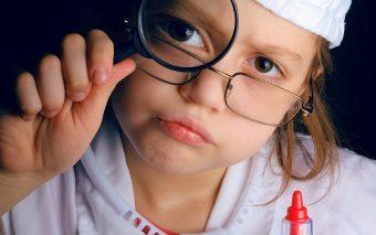 Cum pregătești un copil pentru injecție: 7 trucuri pe care să le știi înainte să mergeți la vaccin