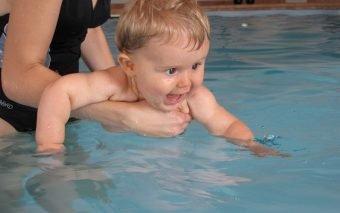 cât de bun este înotul pentru bebeluși