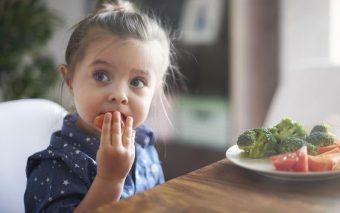 Cum sa cresti copii sanatosi? Reguli si obiective pentru o alimentatie sanatoasa