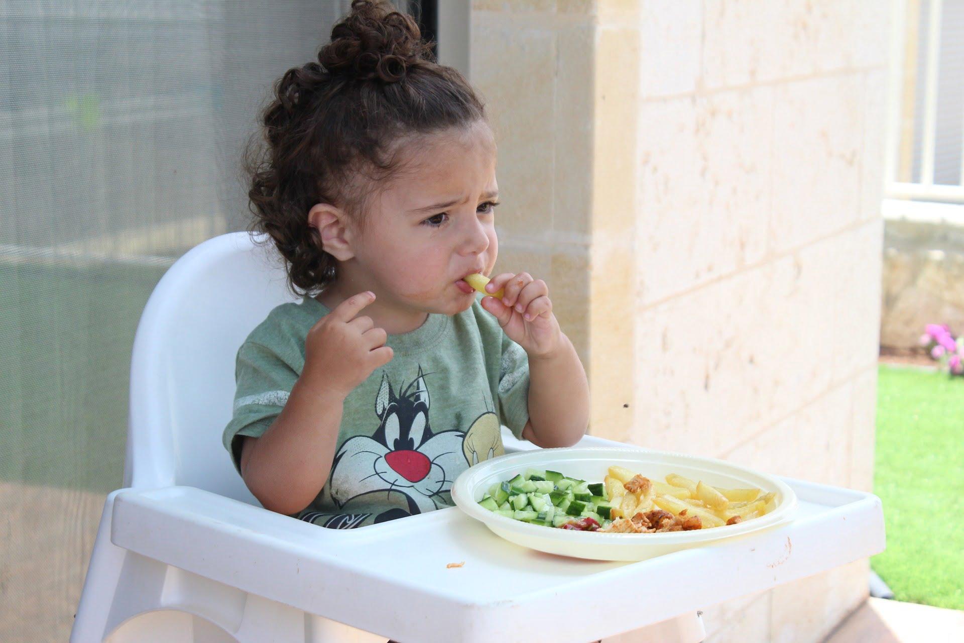 Un copil trebuie să mănânce bine încă din primul an de viață