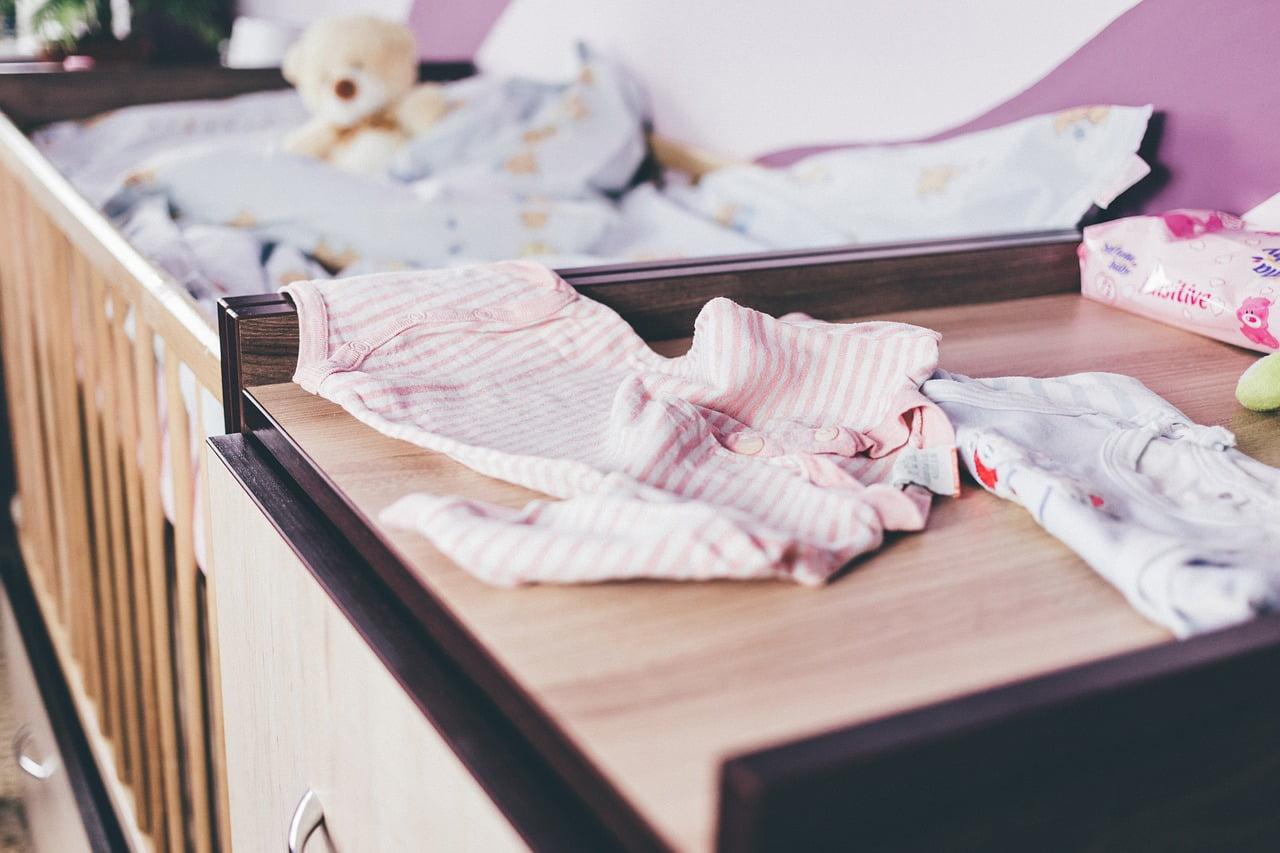 Cum speli corect hainele bebelusului