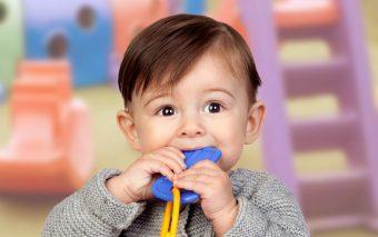 De ce copiii își rod unghiile: 8 trucuri care îl vor ajuta să scape de acest obicei