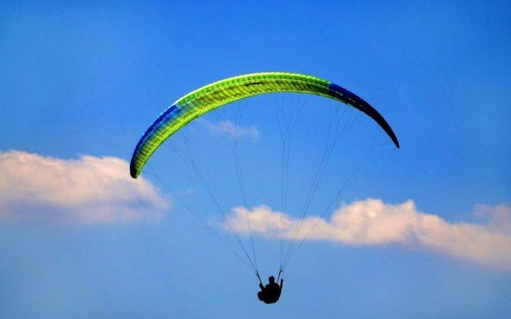 Paragliding deasupra spectaculoasei Myrtos
