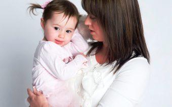 Mămici singure. Cum crește un copil o mamă singură și cum suplinește rolul de tată