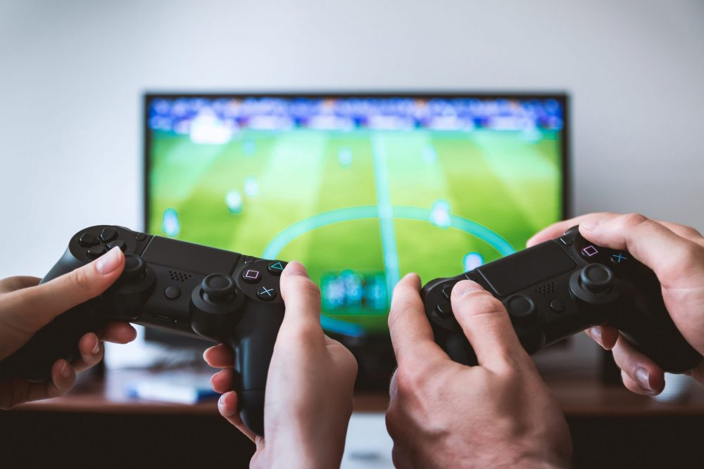 Care sunt efectele televizorului asupra copiilor? Cum le limitezi?