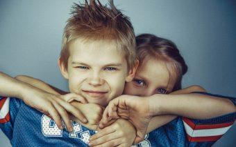Cearta între copii. Cum procedezi când copiii se ceartă?