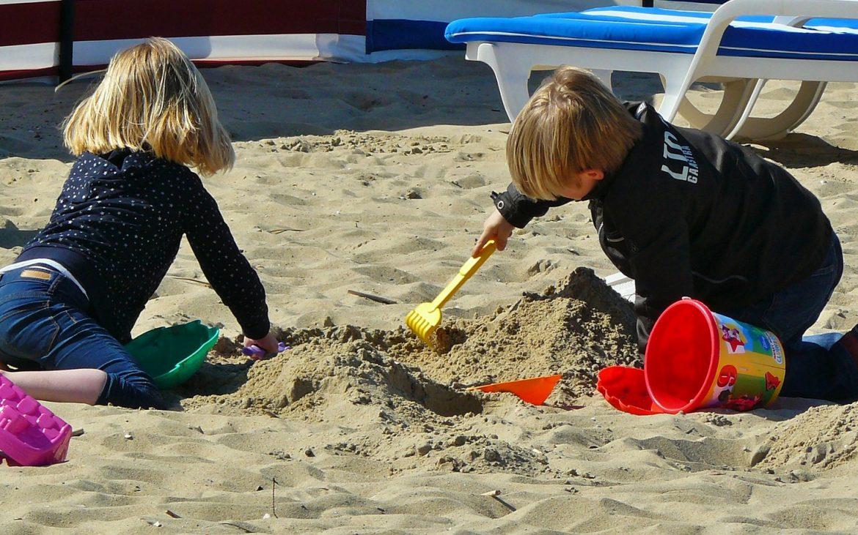 În vacanță alături de copii: ce pui în bagaj, indiferent unde ați pleca?