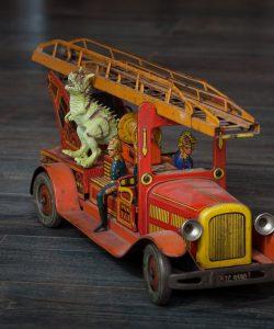 Jucării vechi de peste 100 de ani la Dino Parc Râșnov!