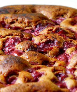 Un dulce aromat: plăcintă cu cireșe