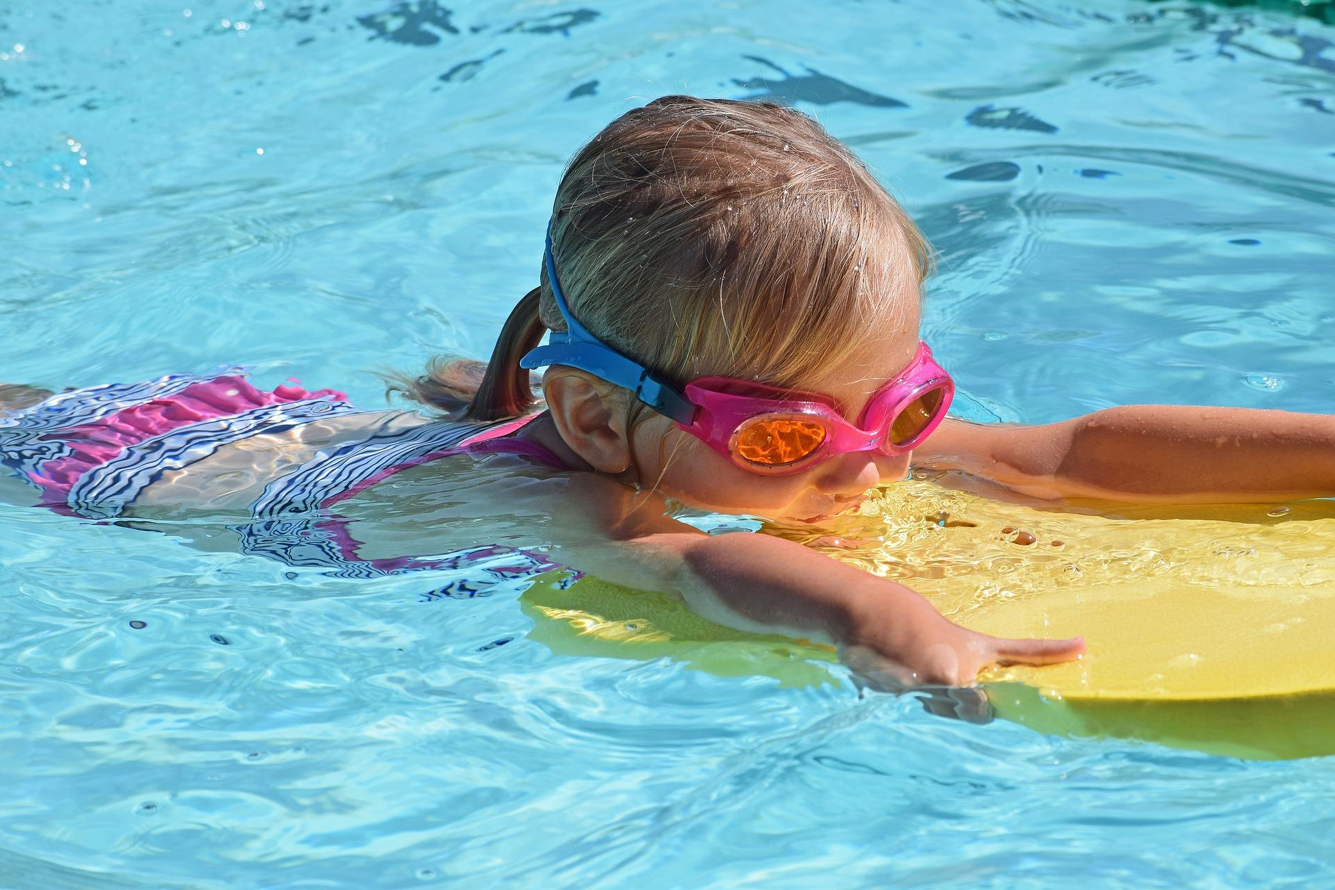 cât de bun este înotul pentru copii