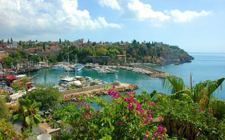 Antalya. Destinație ideală pentru turiștii în căutarea luxului