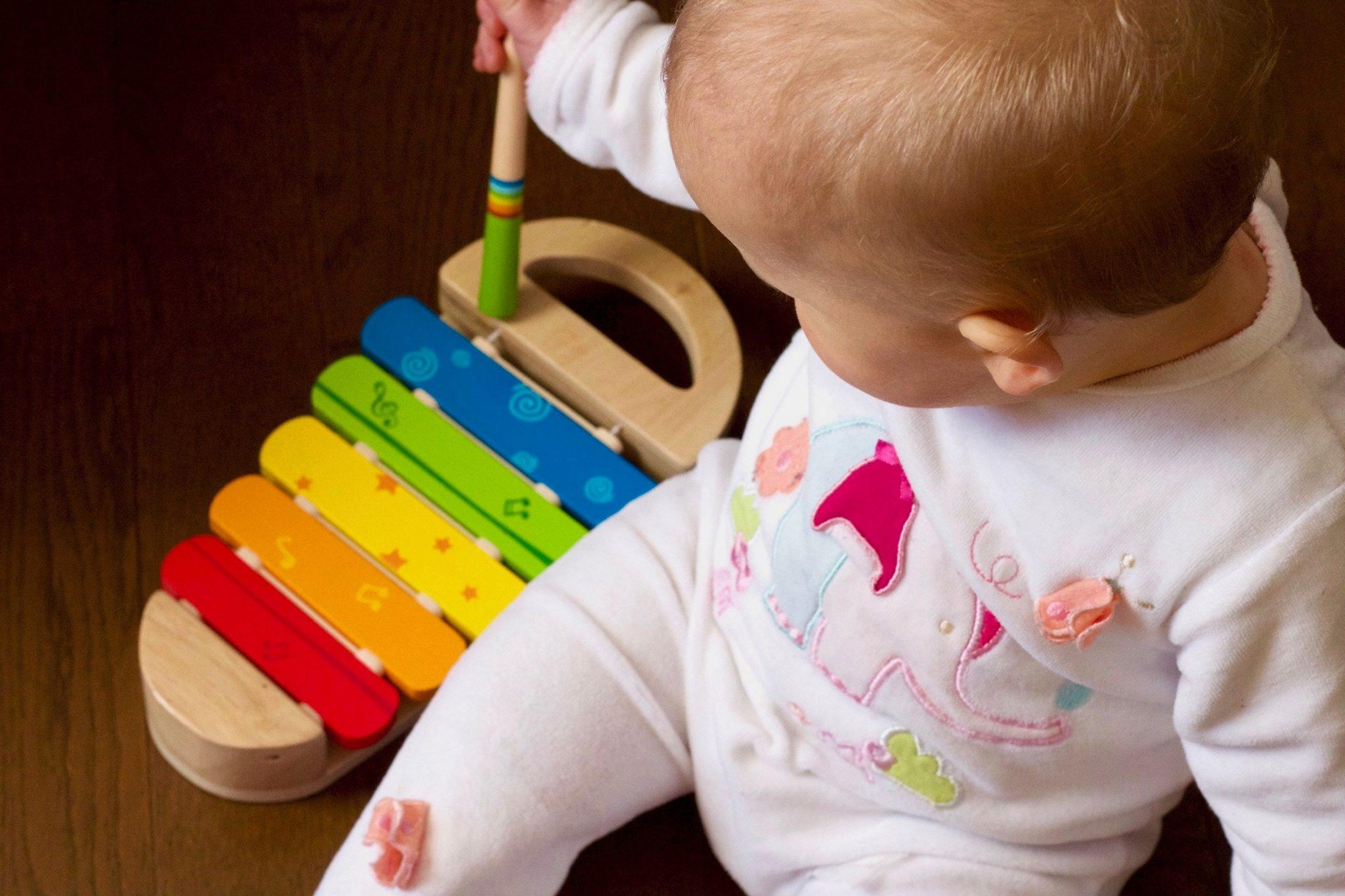 cele mai sigure jucării pentru bebeluși