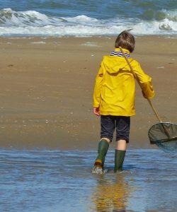 sugestii de activități pentru zile ploioase la mare