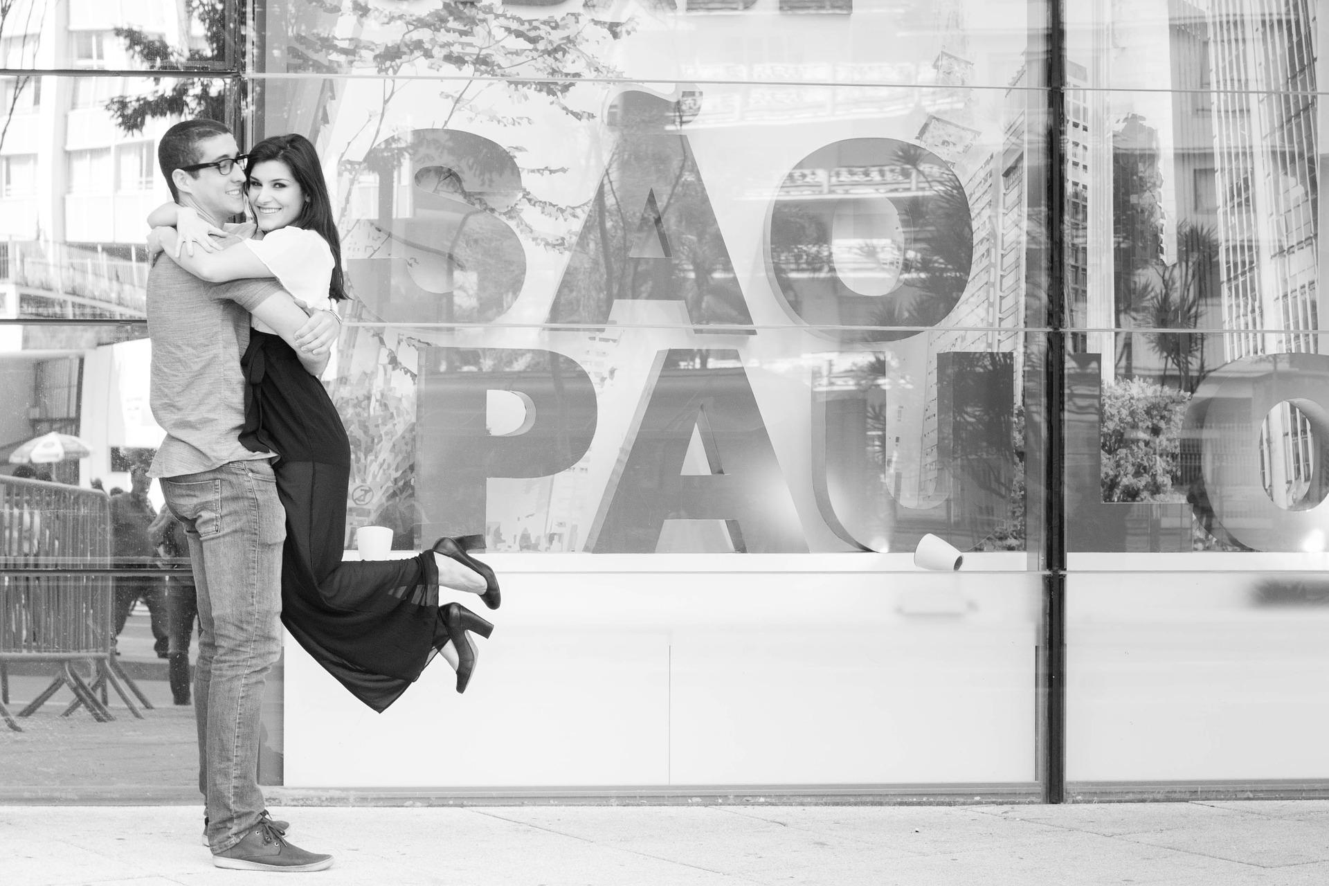 Importanța îmbrățișărilor în cuplu