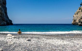 Grecia cea pitorească. 8 insule elene neștirbite de turism, unde să te retragi vara asta