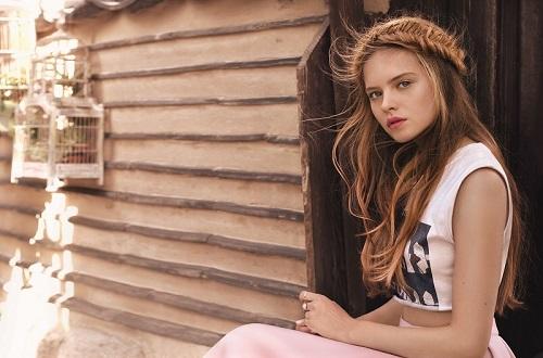 Cum să îți protejezi părul vara? 3 sfaturi pentru o culoare vibrantă