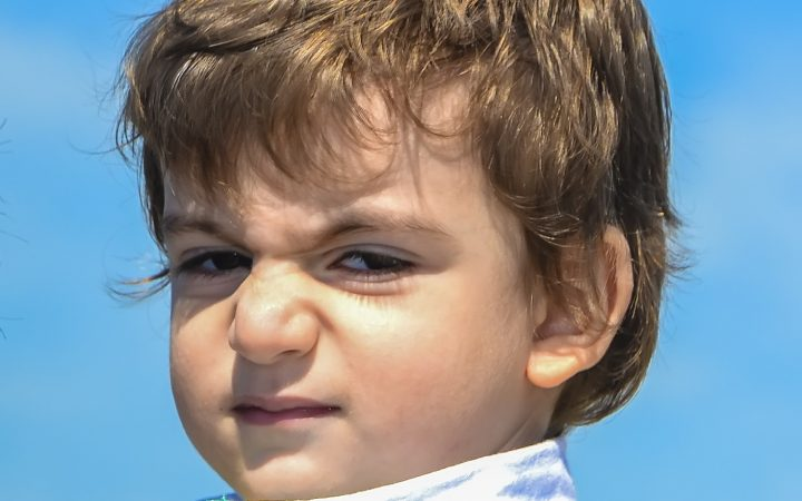 Cum comunici cu un copil nervos și încăpățânat