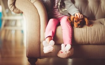 cum îi ajută pe copii animalele de companie