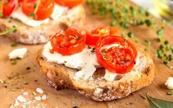 Sandviș cu roșii. Gustos și hrănitor