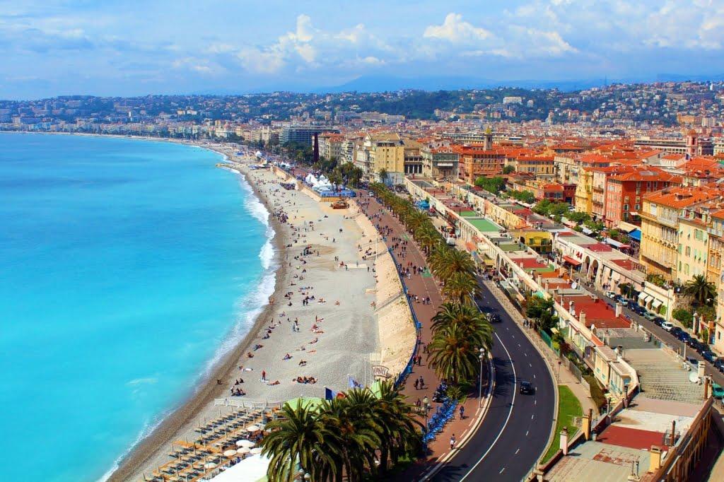 Franța cea de poveste. Zone exclusiviste, plimbări pe câmpuri de levănțică, degustări de vinuri și vizite culturale