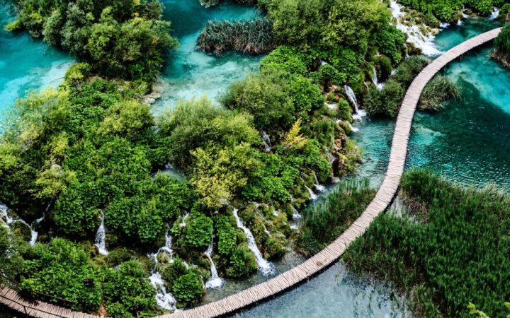 Plitvice, unul dintre cele mai spectaculoase parcuri naționale din Europa