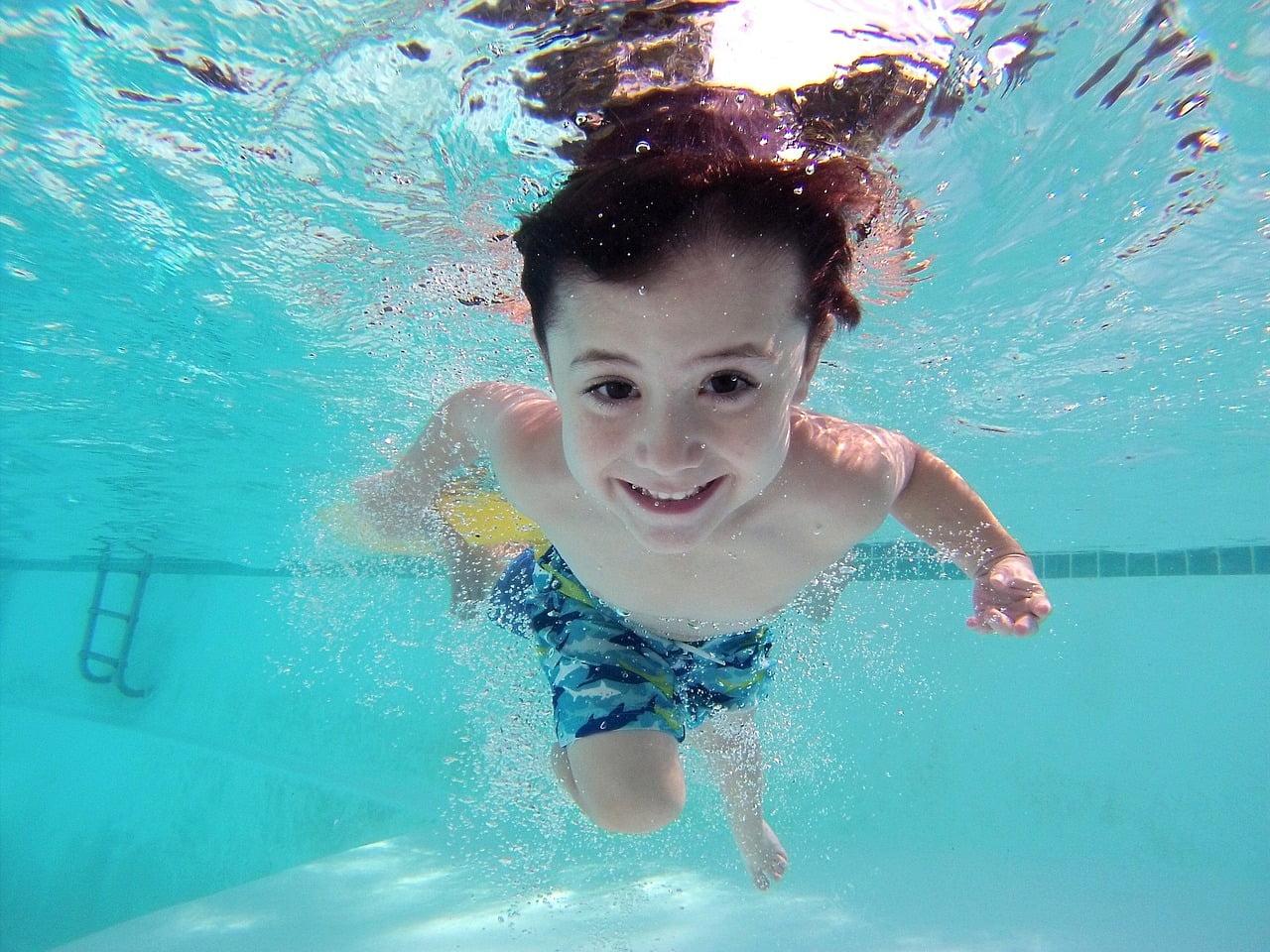 Avantajele înotului pentru copii