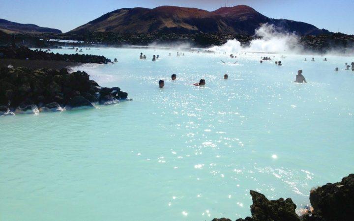 10 călătorii de legendă. Relaxează-te în apele termale ale Lagunei Albastre – Islanda