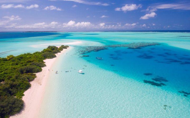 Fă plajă pe cele mai fine nisipuri din lume – Maldive