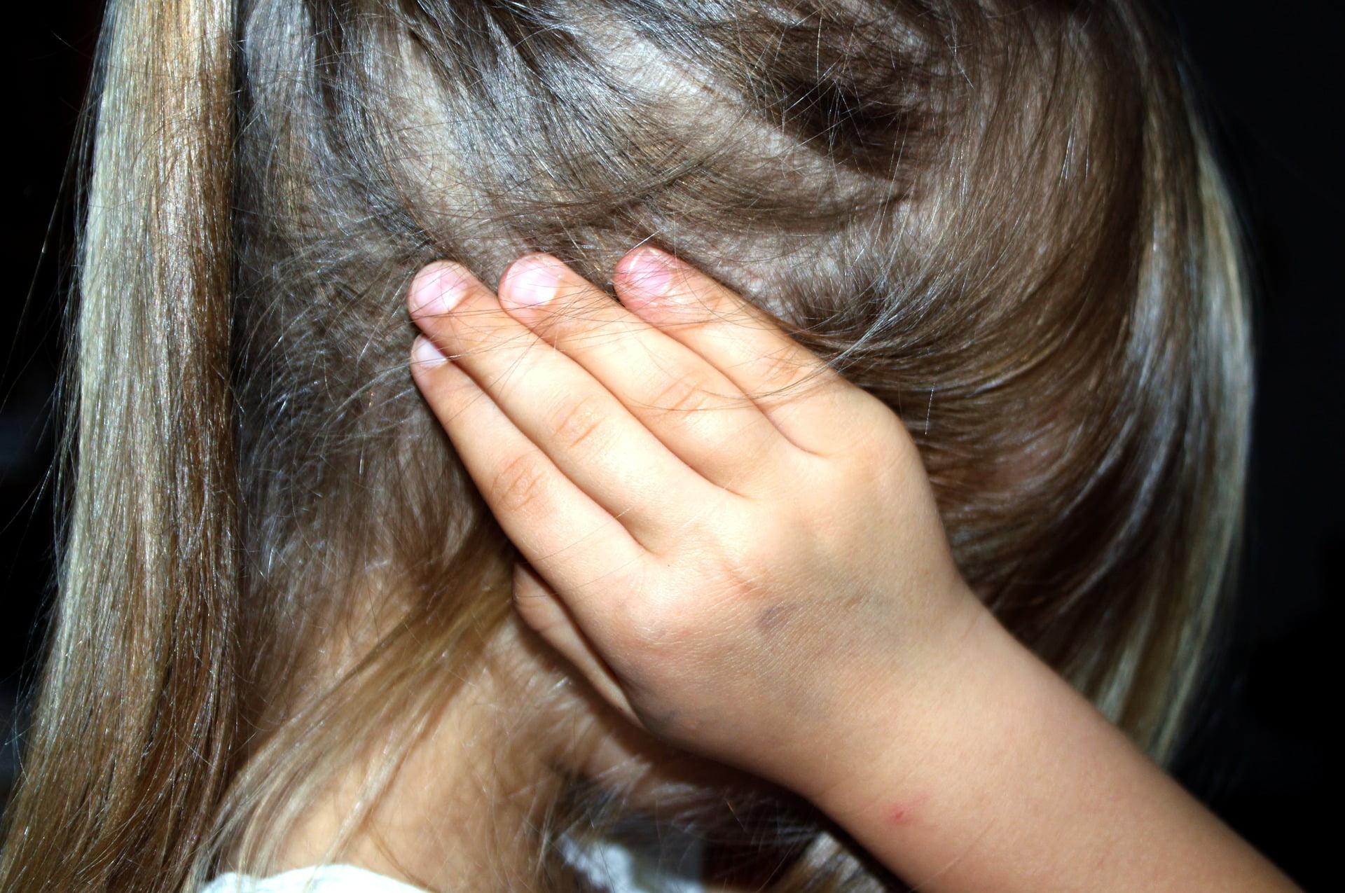 Cum îi afectează pe copii certurile părinților