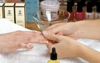 Cum ne îngrijim mâinile iarna?