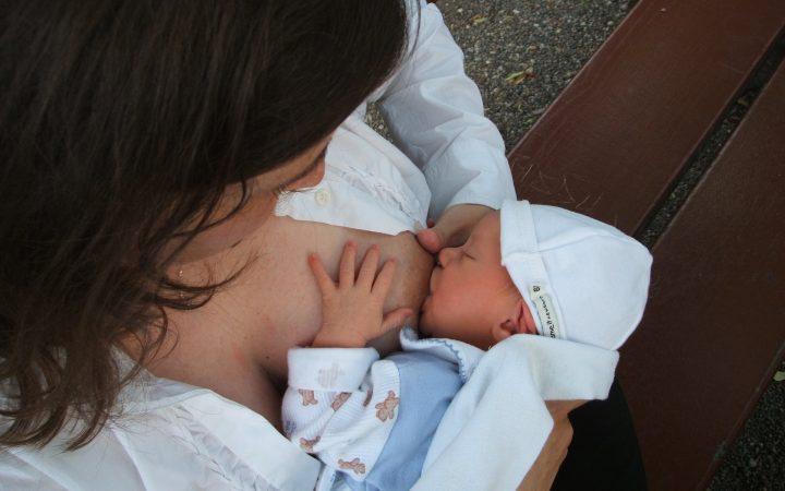 Este permisă alăptarea după anestezie? Este ea riscantă pentru bebeluș?